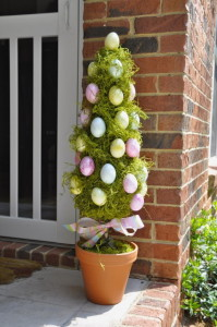 70-Awesome-Outdoor-Easter-Decorations-For-A-Special-Holiday_08