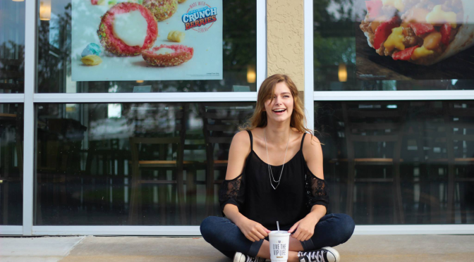 St. Louis Area Senior Has Senior Pictures Done At Taco Bell