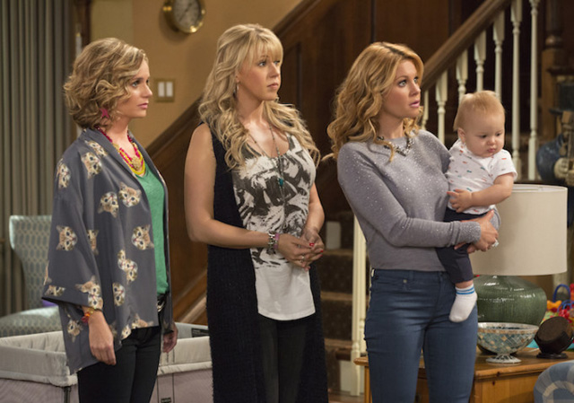 Jodie Sweetin (middle) in a Fuller House scene with co-stars Andrea Barber, (left) and Candace Cameron Bure (right).